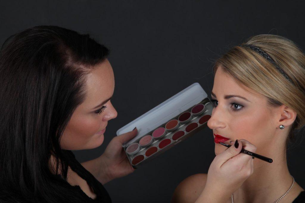 Make-Up Artist Felia- loves beauty & more